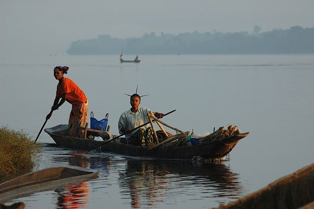 The Isangi people live along and on the Congo river, relying on its resources for their livelihoods. Photo by Julien Harneis/Wikimedia Commons