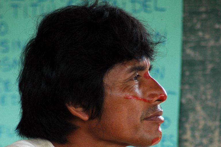Edwin Chota, líder de Saweto, comunidad asháninka indígena de Perú, fue asesinado el 1 de septiembre de 2014. Tres años después de su muerte, la comunidad tiene su título, pero los madereros continúan amenazando a la gente y a los bosques. Imagen: Emory R