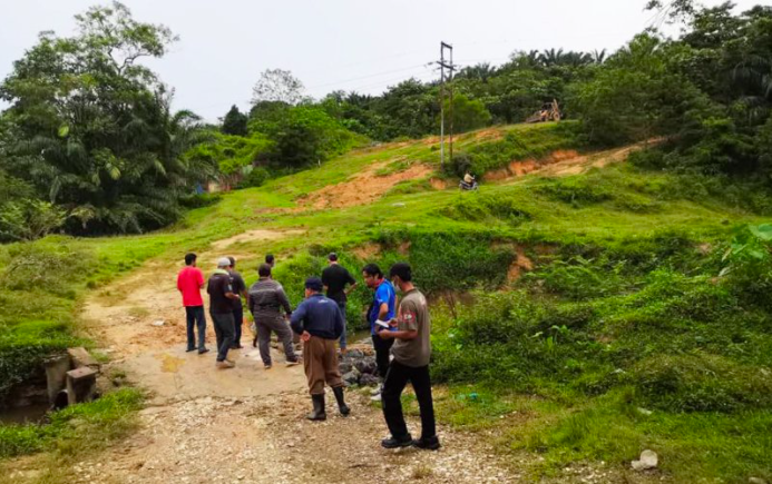Tired of waiting for land titles, Rawang folk take matters into own hands