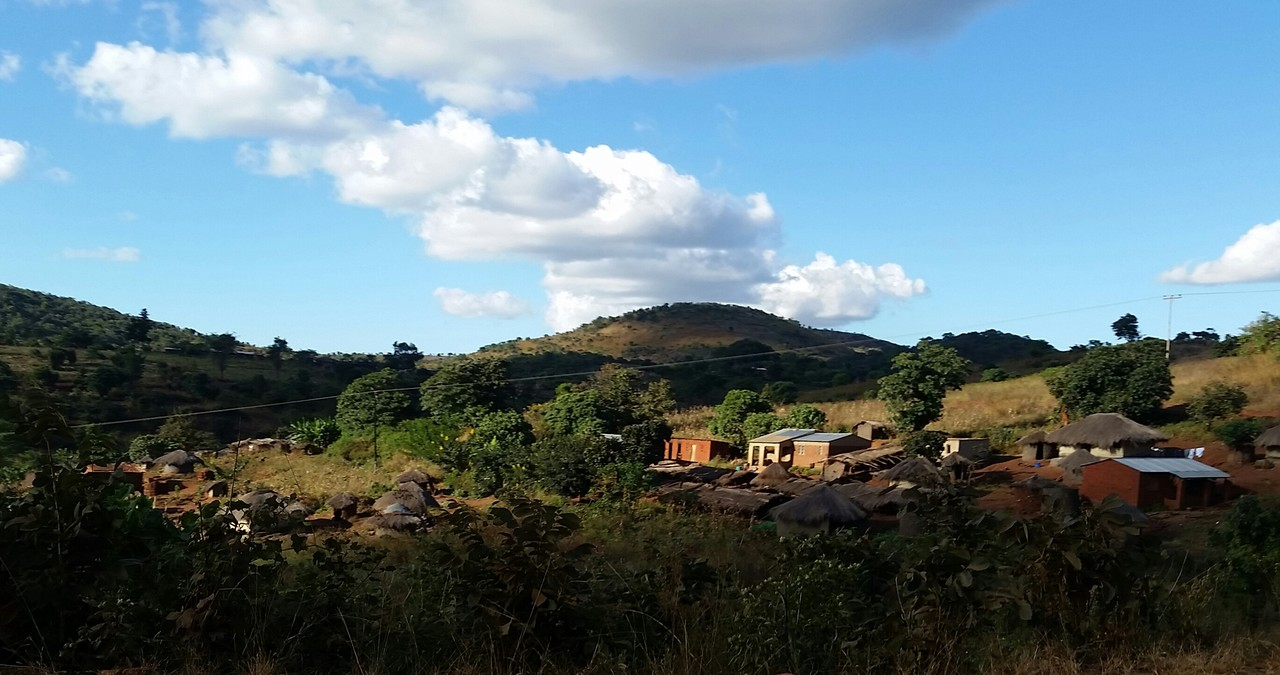 Village in rural Malawi (©Lorenzo Cotula)