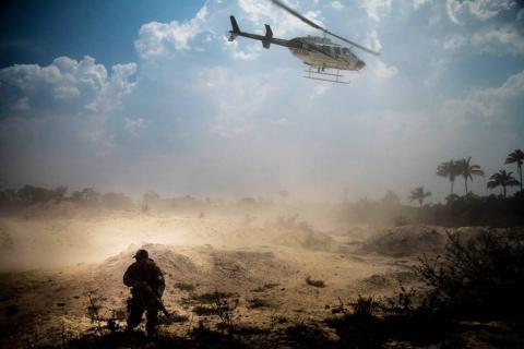 Helicóptero do IBAMA e seus agentes no garimpo Esperança IV. MARCIO ISENSEE E SÁ