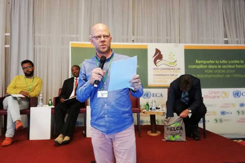 Marc Wegerif of the Human Economy Programme presenting at the Conference on Land Policy in Africa held in Abidjan (Pic: Neil Sorensen/Land Portal https://landportal.org)