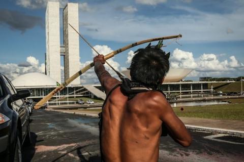índigenas protestam em Brasília contra proposta para mudar regras de demarcação | André Coelho / Agência O Globo
