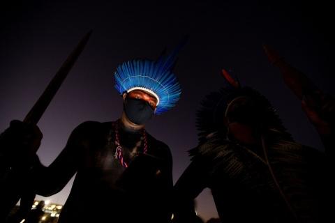 Representantes de diversos pueblos indígenas se unen a los opositores del presidente de Brasil, Jair Bolsonaro.JOÉDSON ALVES / EFE