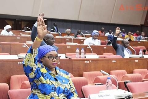 Les-sénateurs-ivoiriens-à-une-séance-à-Yamoussoukro.jpg