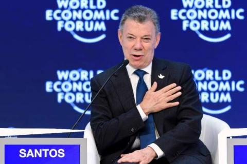 © Fornecido por AFP O presidente colombiano, Juan Manuel Santos, durante coletiva de imprensa no Fórum Econômico Mundial, em Davos, no dia 18 de janeiro de 2017