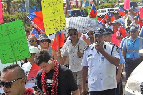 Hundreds gather in Samoa to protest about land rights