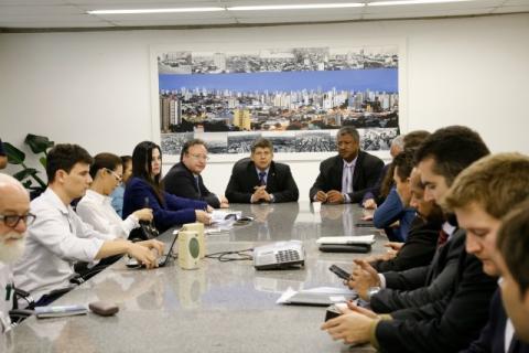 Reunião aconteceu na sala da presidência (Luiz Alberto)