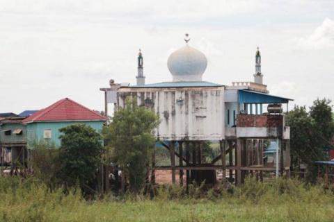 Kampong Chhnang Muslims protest to save graves